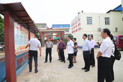 靖西市人大常委会到覃塘区考察人大代表履职平台建设工作