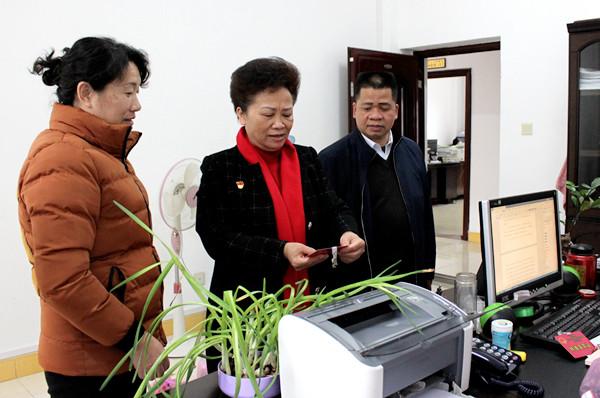 黄运志副主任到德保那坡开展慰问基层人大代表和工作调研活动