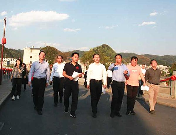 周武红率队赴黔西南州考察城乡环境管理工作