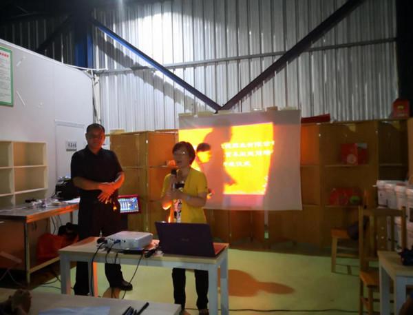 靖西人大:扶贫车间夜校,燃起村民学习的热潮