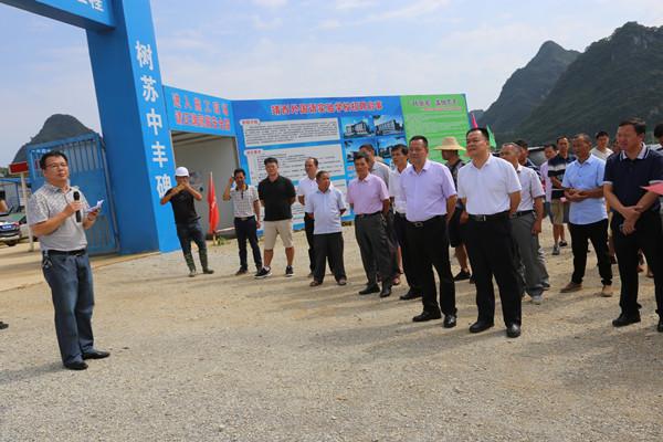 那坡县人大常委会主任黄绍伟率队到靖西市考察城市建设和传统文化保护开发