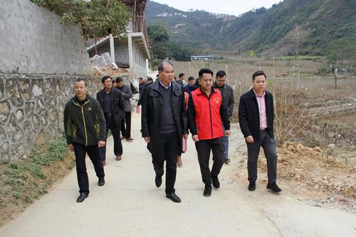 灵山县人大常委会考察组到凌云县考察学习