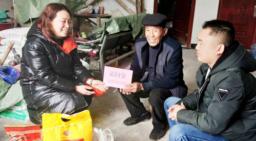 张恺婧副主任到桠杈镇慰问老党员