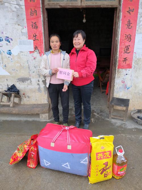 龚永超副主任到沙梨乡慰问贫困群众