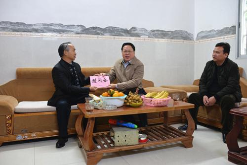 韦将良到泗城镇走访慰问基层人大代表