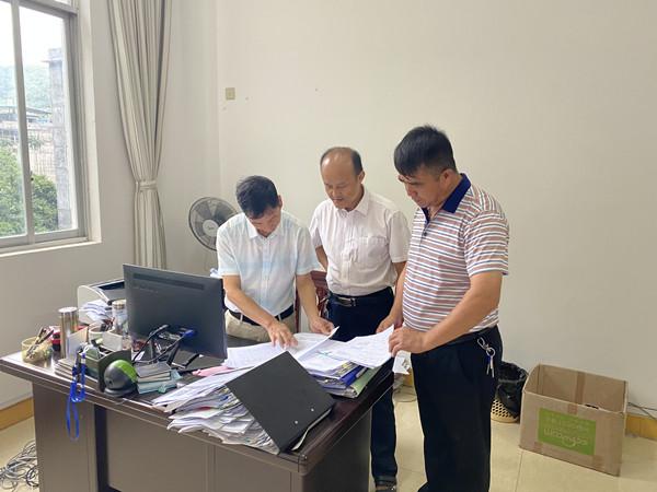 那坡县纪委督查组到县人大机关开展政治监督专项督查