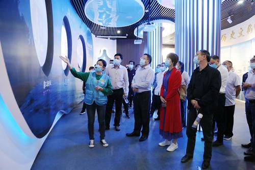 凌云县人大系统干部和部分县级基层人大代表素质提升班在桂林电子科技大学北海校区举办