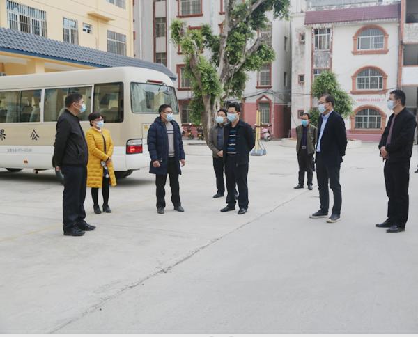 自治区人大常委会选联工委主任李朝辉一行到平果市开展调研