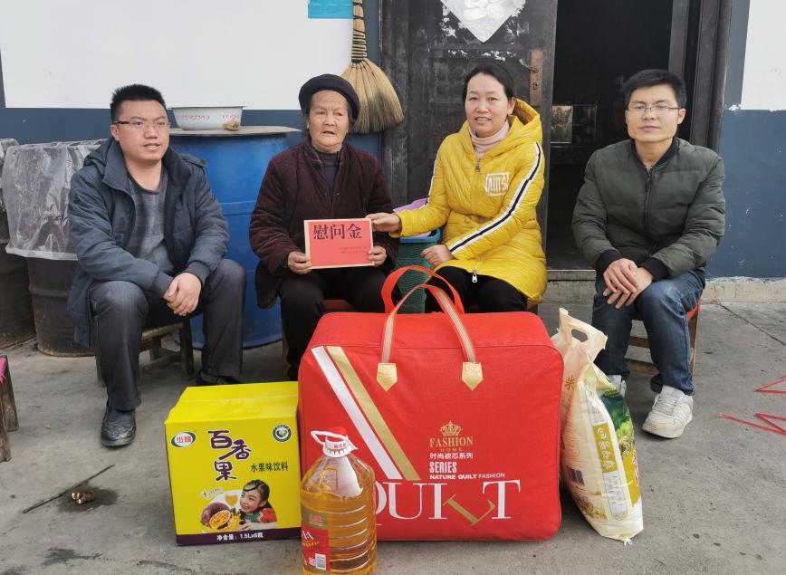张恺婧到天生桥慰问困难群众和困难老党员