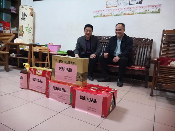 廖忠生副主任到马头镇慰问原四家班子退休领导