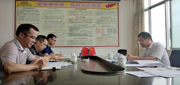 唐才荣副主任到定安镇指导工作