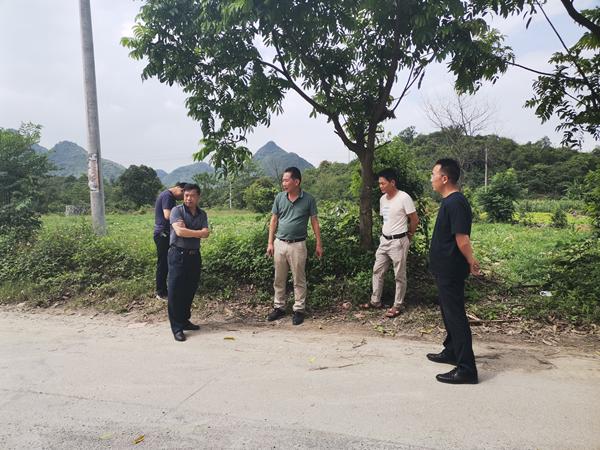 农丕宝到果化镇检查指导旱改水项目工作