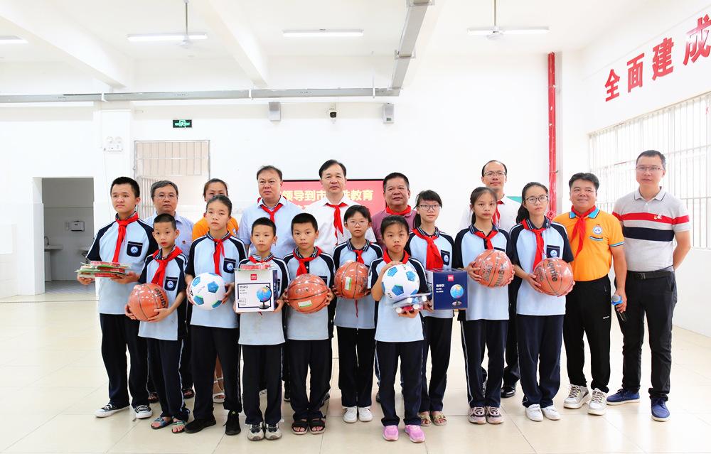 周武红到市特殊教育学校看望慰问少年儿童