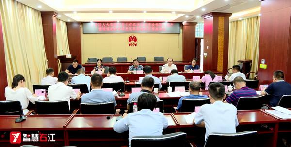 右江区人大对行政事业性国有资产管理情况报告的审议意见召开座谈会